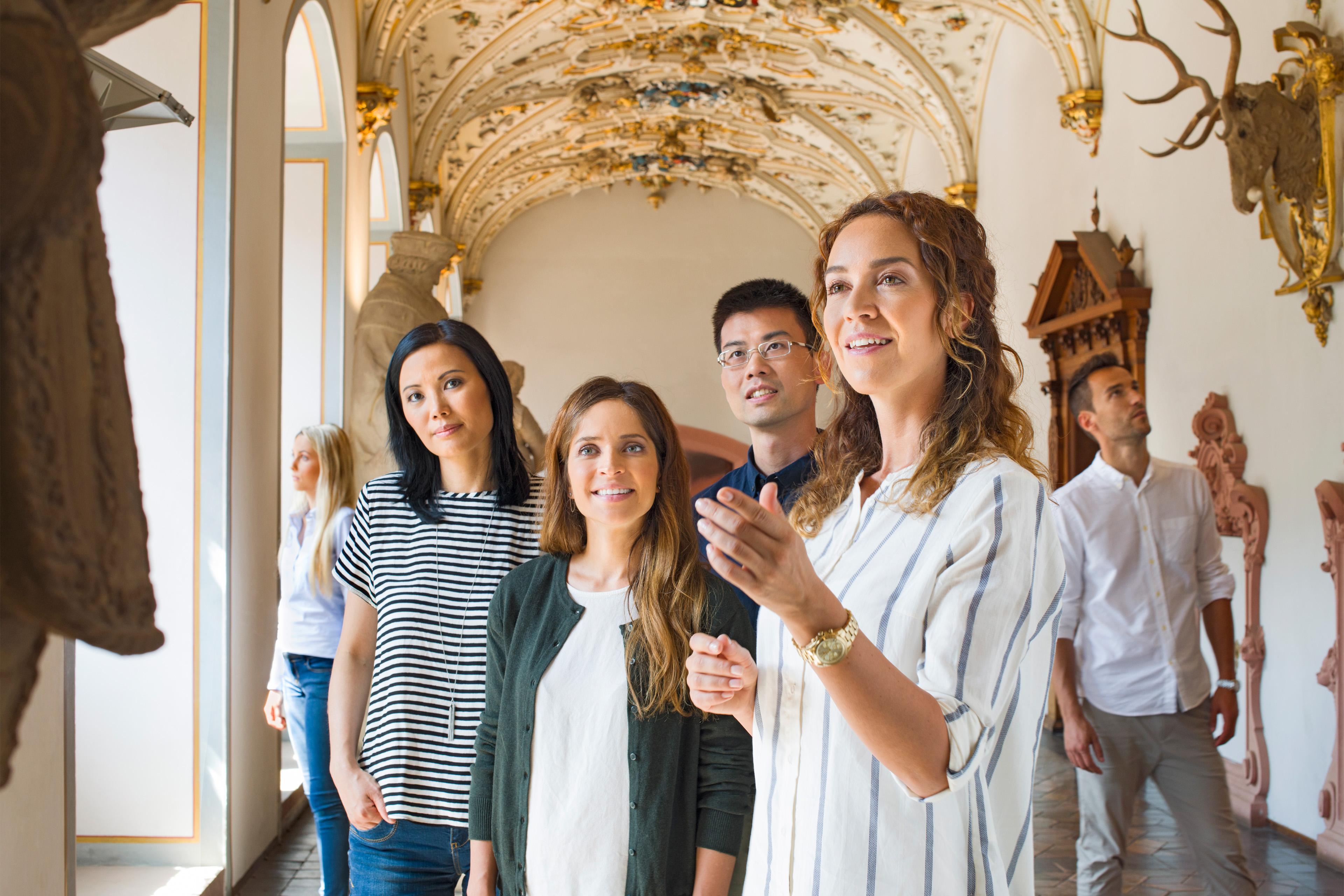 Besucher in Schloss Heidelberg; Foto: Staatliche Schlösser und Gärten Baden-Württemberg, Niels Schubert
