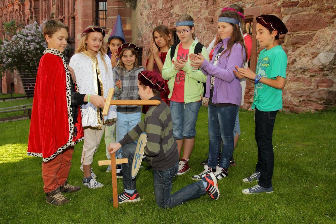Schulklasse in Schloss Heidelberg