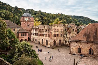 View of the gate tower and the Ruprecht Building at Heidelberg Palace. Image: Staatliche Schlösser und Gärten Baden-Württemberg, Günther Bayerl