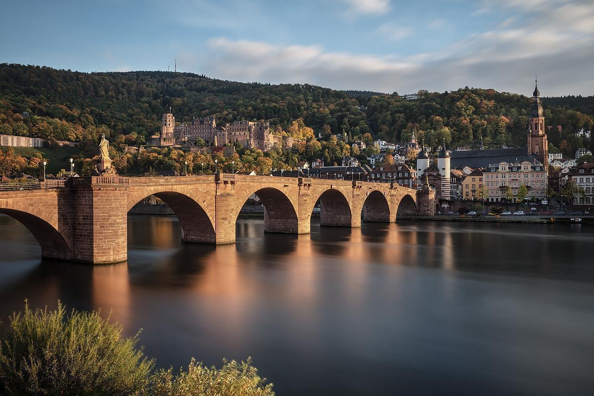 View of Heidelberg Palace with the old bridge in the foreground. Image: Staatliche Schlösser und Gärten Baden-Württemberg, Günther Bayerl