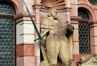 Statue von Kurfürst Friedrich IV. am Friedrichsbau von Schloss Heidelberg