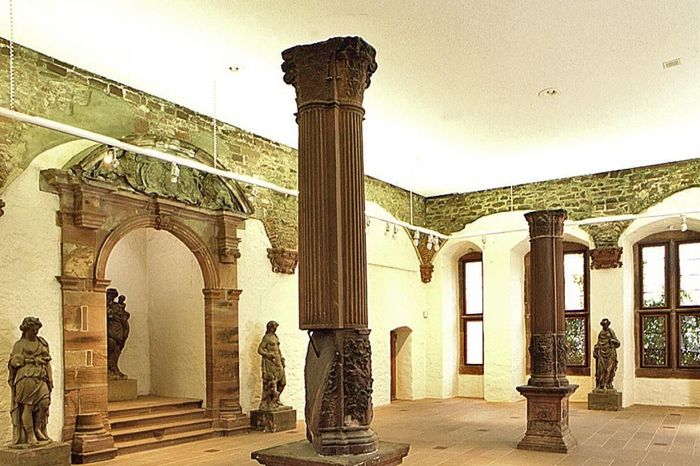 Vue intérieure du Salon impérial dans le bâtiment Ottheinrich du château de Heidelberg