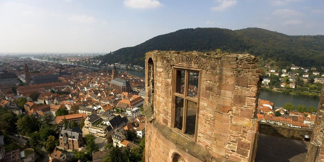 View of Heidelberg Palace across the Neckar valley and into the Rhine plain. Image: Staatliche Schlösser und Gärten Baden-Württemberg, Achim Mende