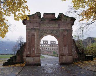 View of the Elizabeth Gate in the Artillery Garden at Heidelberg Palace. Image: Staatliche Schlösser und Gärten Baden-Württemberg, Arnim Weischer