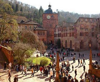 Besucher in Schloss Heidelberg; Foto: Staatliche Schlösser und Gärten Baden-Württemberg, Mike Niederauer