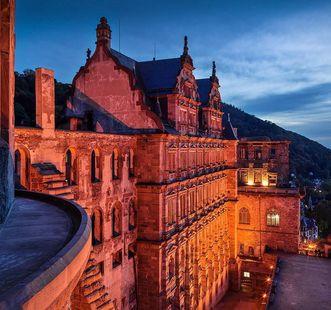 The Friedrich Building at twilight. Image: Staatliche Schlösser und Gärten Baden-Württemberg, Günther Bayerl