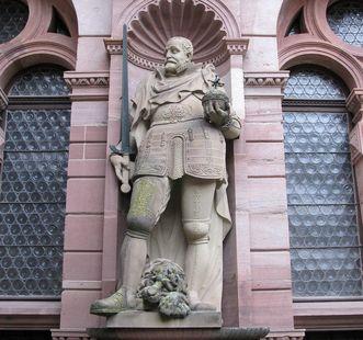Prince-Elector Friedrich III, statue on the Friedrich Building at Heidelberg Palace. Image: Staatliche Schlösser und Gärten Baden-Württemberg, Julia Haseloff
