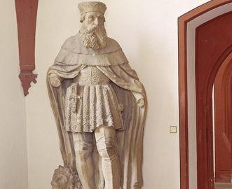 Prince-Elector Ludwig V, sandstone sculpture in the Ruprecht Building at Heidelberg Palace. Image: Staatliche Schlösser und Gärten Baden-Württemberg, Andrea Rachele